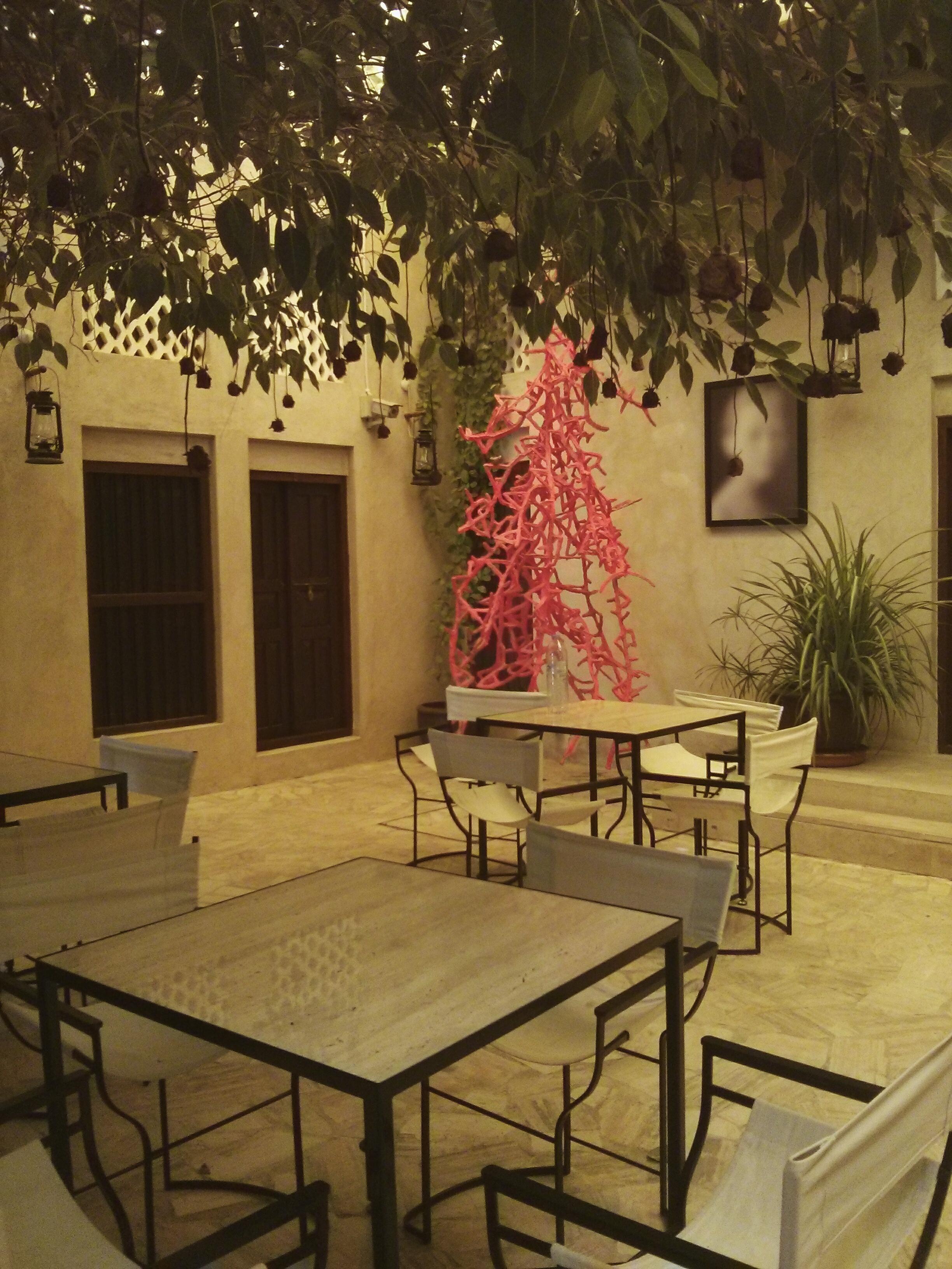 Al bastakiya xva art hotel dubai une petite fille for Xva art hotel dubai